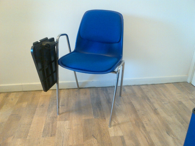 Noleggio sedie per congressi roma sedie con scrittoio ribaltina