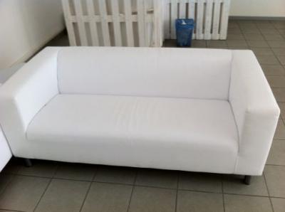 Noleggio divani e poltrone roma divano 2 o 3 posti bianco roma noleggio - Divano piccolo ikea ...